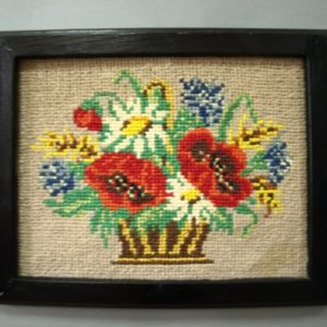 Kwadratowy obraz szydełkowy przedstawiający kwiaty