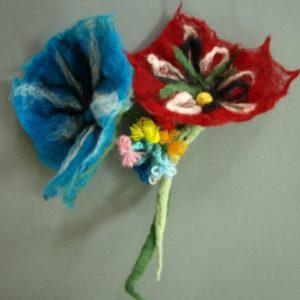 Dwa kwiatki z bibuły
