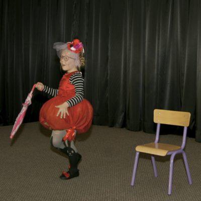 Dzieci występujące na scenie podczas Przeglądu
