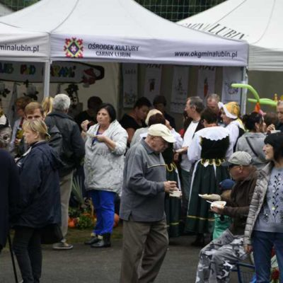Konkursy kulinarne, prezentacje stoisk, degustacja przygotowanych potraw podczas festiwalu Pieroga i kapusty