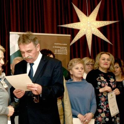 Rozdanie certyfikatów podczas Akademii Senioralnej 2017