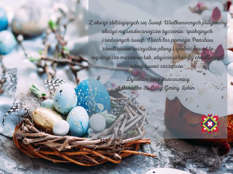 życzenia świąteczne na niebieskim tle z niebieskimi jajkami