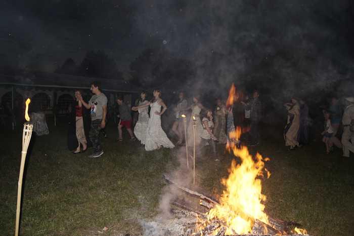 Tańce przy ognisku